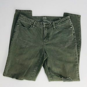 a.n.a Distressed Camo Green Jeans in Size 8